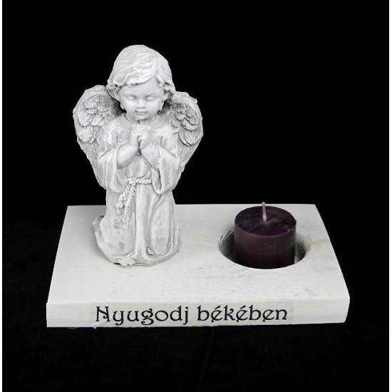 Angyal gyertyatartóval Nyugodj békében